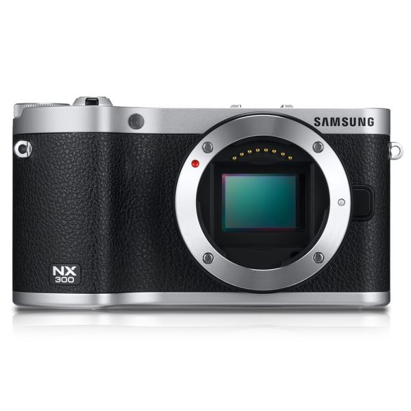 SAMSUNG NX300 18-55 + FLASH KIT (SİYAH)